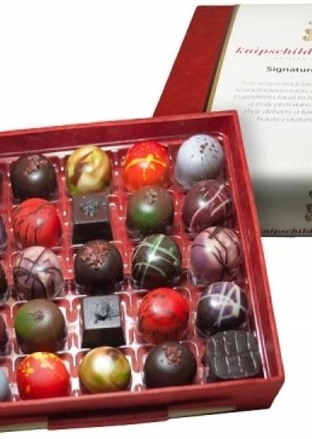 Knipshildt  Chocolatier Gourmet Selection by The Flower Alley