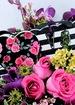 Closeup photo thumb love me do bouquet