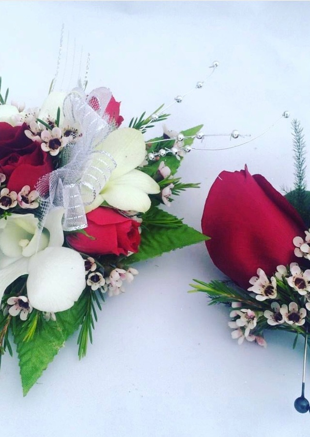 Display of White and Red Matching Set by The Flower Alley