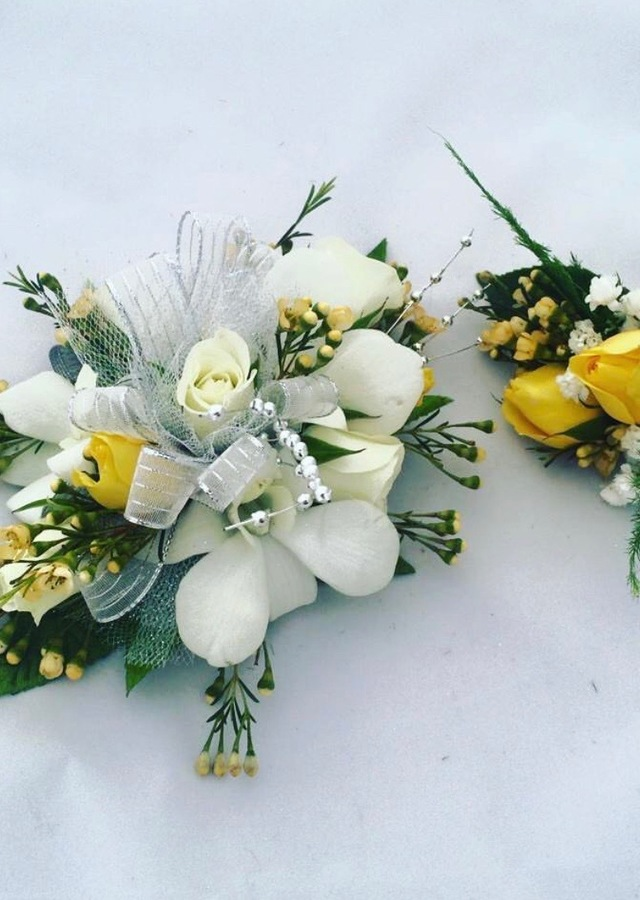 Display of Yellow and White Matching Set by The Flower Alley